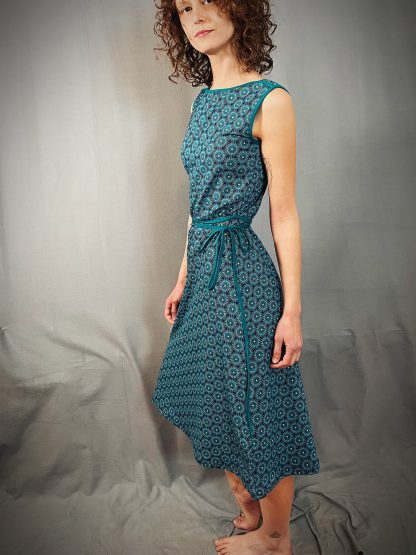 Biojersey-Kleid mit V-Back und Allover-Print in blau