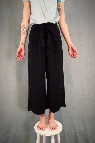 Hosen, Shorts und Röcke