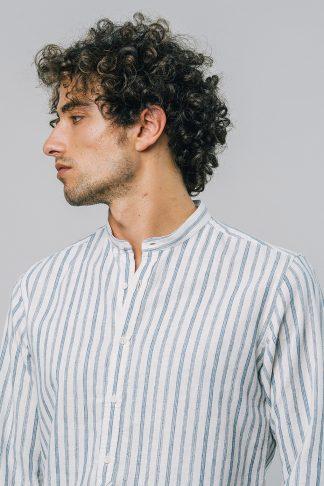 legeres fairfashion hemd mit gestreiftem muster getragen von einem jungen mann